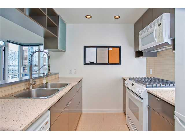 "Photo 2: 2208 928 BEATTY Street in Vancouver: Yaletown Condo for sale in ""MAX 1"" (Vancouver West)  : MLS® # V960226"