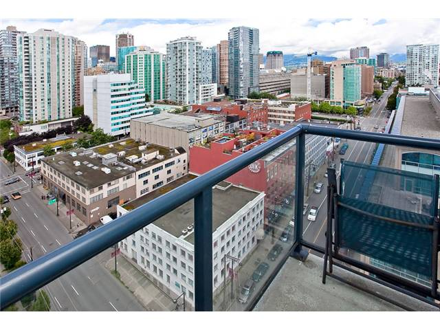 "Photo 10: 2208 928 BEATTY Street in Vancouver: Yaletown Condo for sale in ""MAX 1"" (Vancouver West)  : MLS® # V960226"