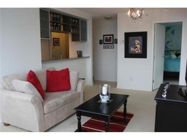 "Photo 4: 2208 928 BEATTY Street in Vancouver: Yaletown Condo for sale in ""MAX 1"" (Vancouver West)  : MLS® # V960226"