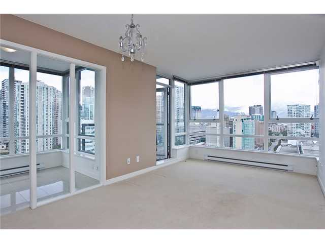 "Photo 5: 2208 928 BEATTY Street in Vancouver: Yaletown Condo for sale in ""MAX 1"" (Vancouver West)  : MLS® # V960226"