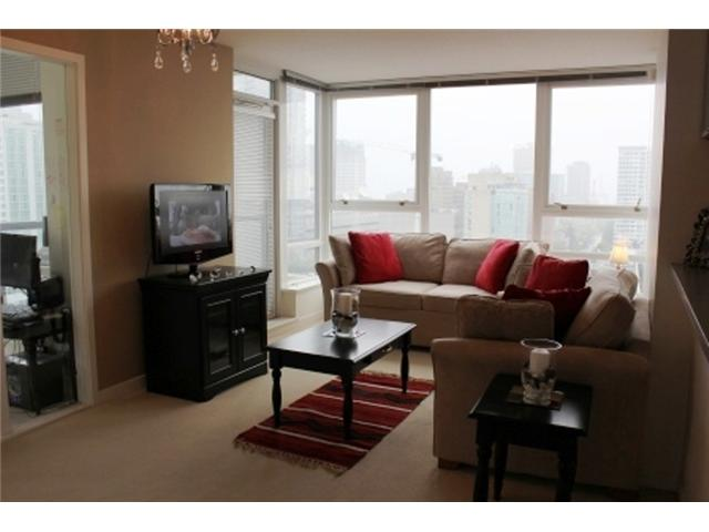 "Photo 3: 2208 928 BEATTY Street in Vancouver: Yaletown Condo for sale in ""MAX 1"" (Vancouver West)  : MLS® # V960226"