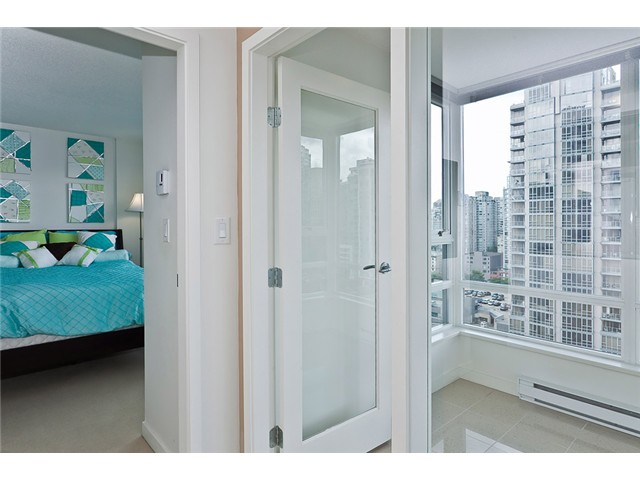 "Photo 6: 2208 928 BEATTY Street in Vancouver: Yaletown Condo for sale in ""MAX 1"" (Vancouver West)  : MLS® # V960226"
