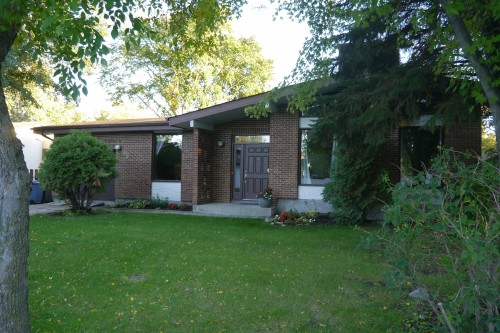 Main Photo: 38 Whitehaven Road in Winnipeg: Fort Richmond Single Family Detached for sale (South Winnipeg)  : MLS(r) # 1423901