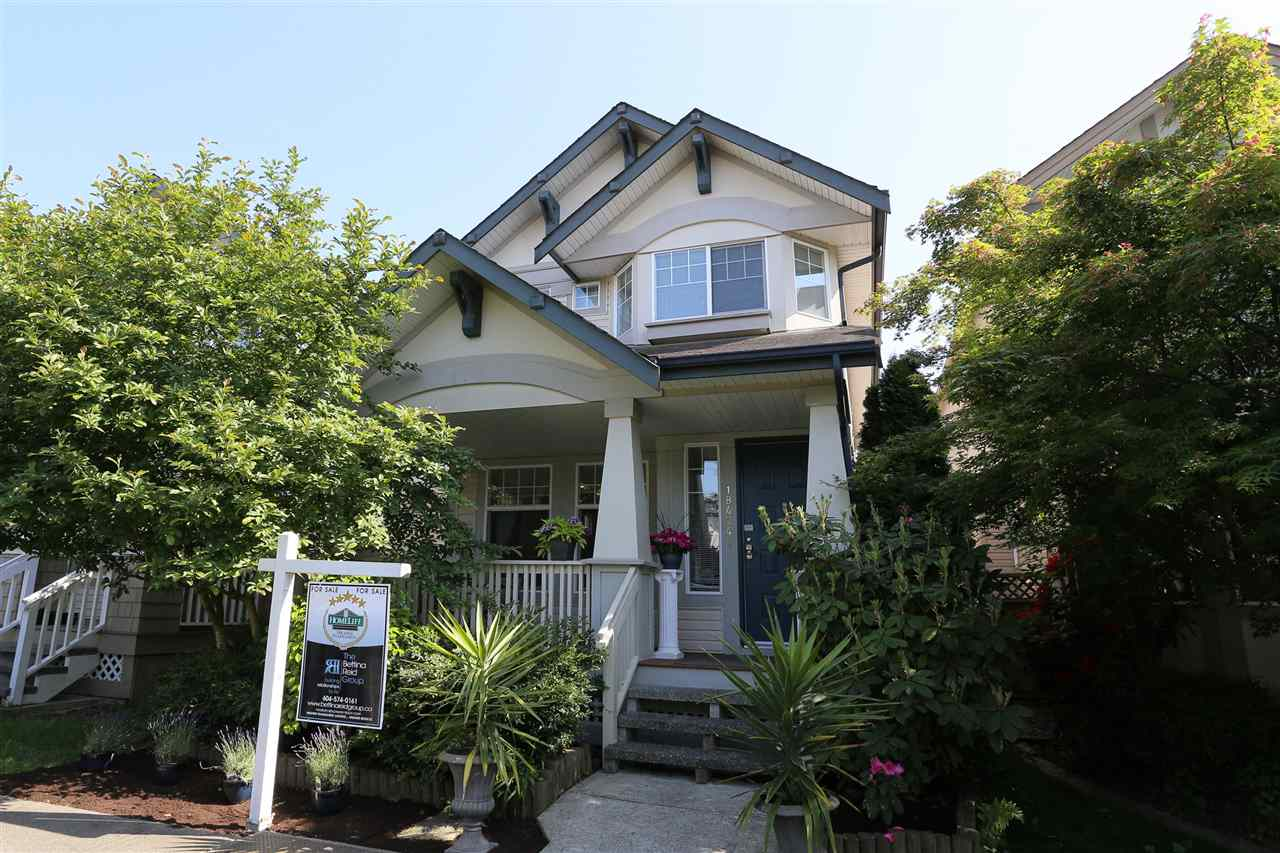Main Photo: 18474 66A AVENUE in Surrey: Cloverdale BC House for sale (Cloverdale)  : MLS®# R2073262