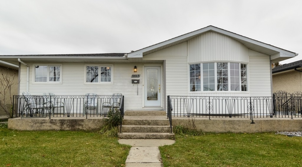 Main Photo: 9015 137 Ave in Edmonton: House for sale : MLS(r) # E4043530