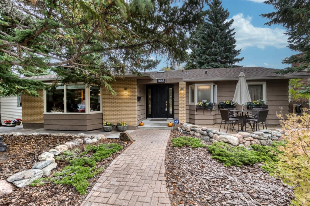 FEATURED LISTING: 928 LAKE ARROW Way Southeast Calgary