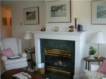 Photo 13: 408 1501 Richmond Avenue in VICTORIA: Vi Jubilee Condo Apartment for sale (Victoria)  : MLS(r) # 295954
