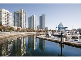 "Main Photo: 1033 MARINASIDE Crescent in Vancouver: Yaletown Condo for sale in ""QUAYWEST RESORT 1"" (Vancouver West)  : MLS(r) # V979041"