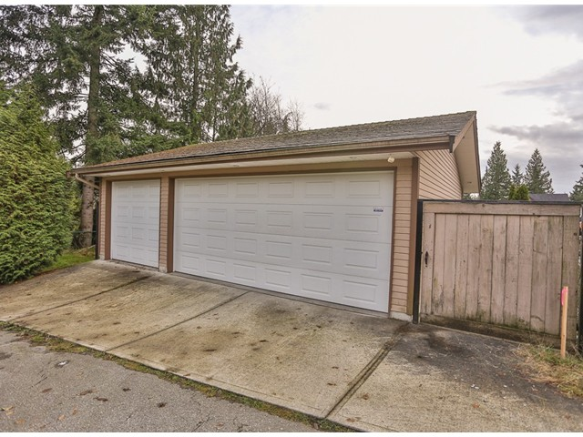 Photo 10: 1327 WINSLOW Avenue in Coquitlam: Central Coquitlam House for sale : MLS(r) # V981423