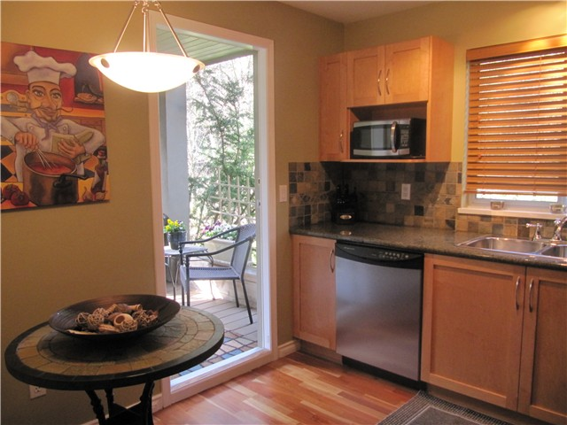 Photo 3: # 103 1242 TOWN CENTRE BV in Coquitlam: Canyon Springs Condo for sale : MLS® # V1010413