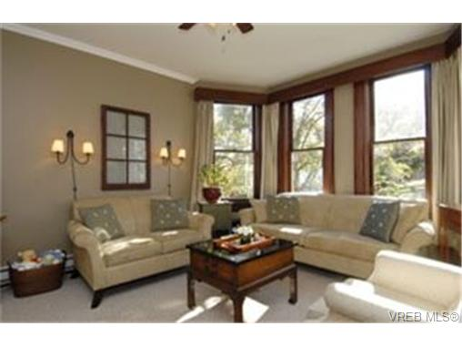 Photo 2: 1468 Finlayson Place in VICTORIA: Vi Mayfair Single Family Detached for sale (Victoria)  : MLS(r) # 238298