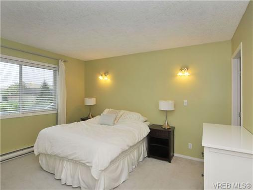 Photo 8: 3212 Doncaster Drive in VICTORIA: SE Cedar Hill Single Family Detached for sale (Saanich East)  : MLS® # 340560