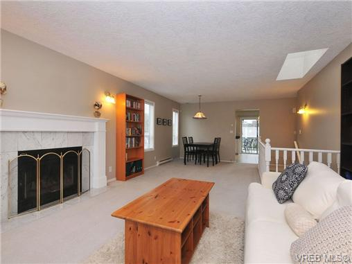 Photo 2: 3212 Doncaster Drive in VICTORIA: SE Cedar Hill Single Family Detached for sale (Saanich East)  : MLS® # 340560