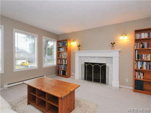 Photo 3: 3212 Doncaster Drive in VICTORIA: SE Cedar Hill Single Family Detached for sale (Saanich East)  : MLS® # 340560