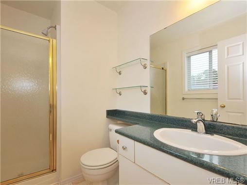 Photo 10: 3212 Doncaster Drive in VICTORIA: SE Cedar Hill Single Family Detached for sale (Saanich East)  : MLS® # 340560