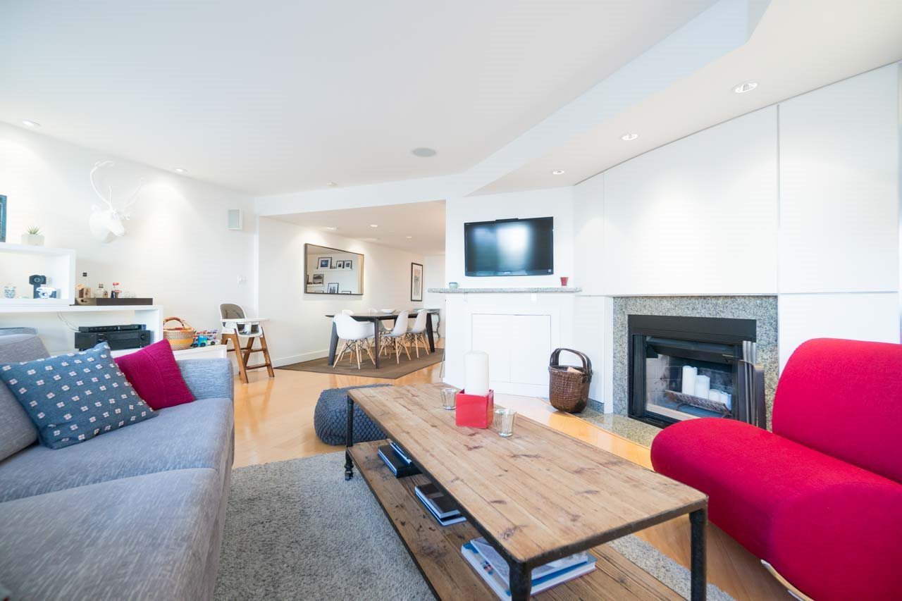 Photo 3: 2411 W 1ST AVENUE in Vancouver: Kitsilano Townhouse for sale (Vancouver West)  : MLS(r) # R2140613