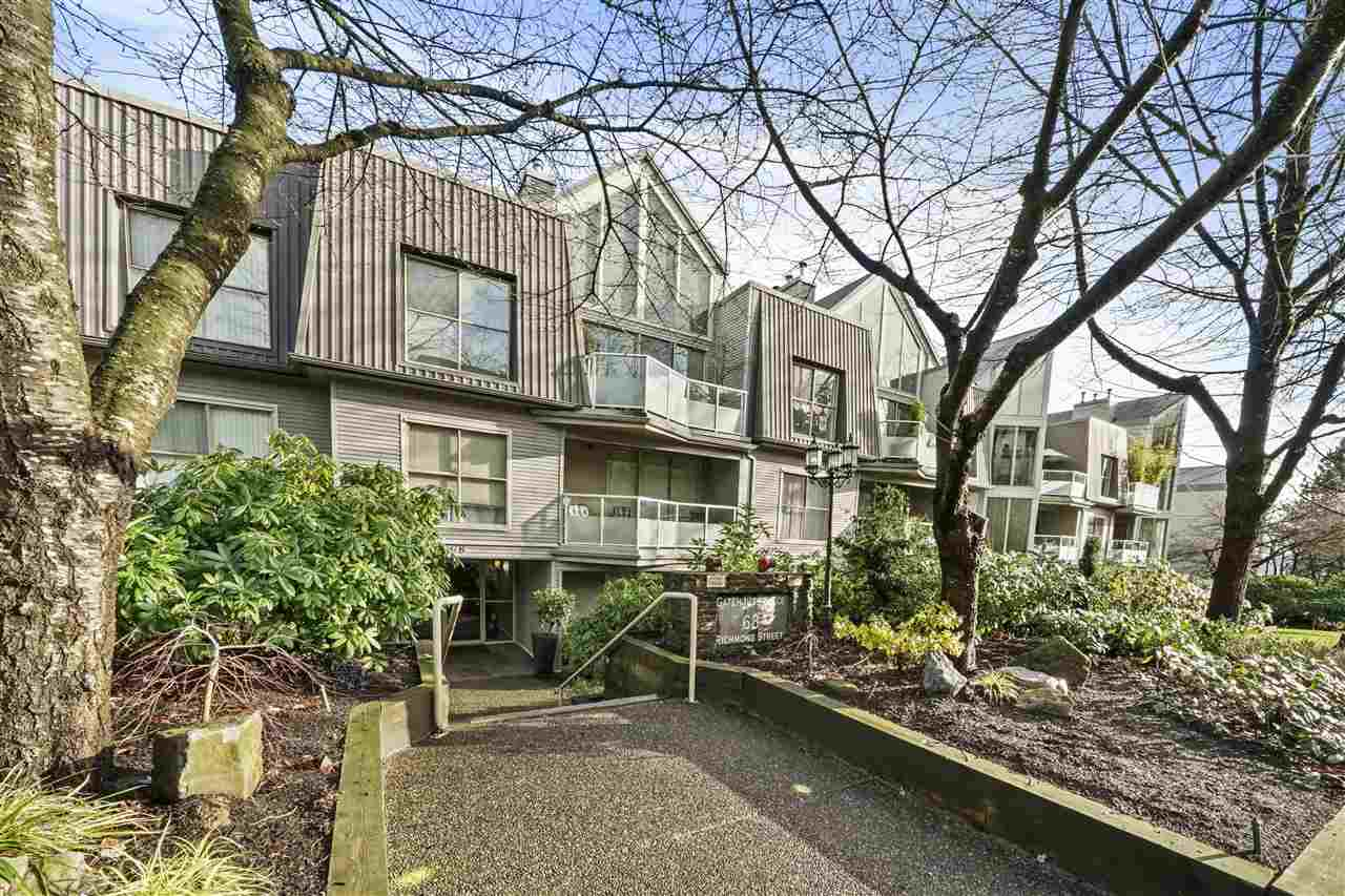 FEATURED LISTING: 402 - 68 RICHMOND Street New Westminster