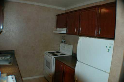 "Photo 3: 311 950 DRAKE ST in Vancouver: Downtown VW Condo for sale in ""ANCHOR POINT"" (Vancouver West)  : MLS(r) # V607867"