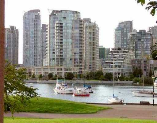 "Main Photo: 1869 SPYGLASS Place in Vancouver: False Creek Condo for sale in ""VENICE COURT"" (Vancouver West)  : MLS® # V614180"