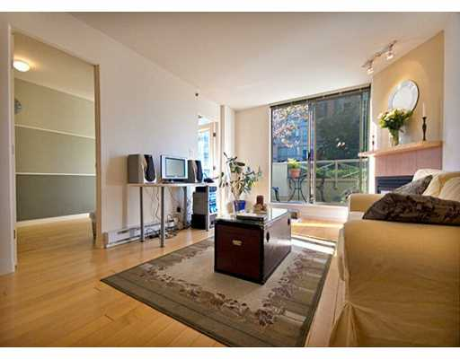 "Main Photo: 819 HAMILTON Street in Vancouver: Downtown VW Condo for sale in ""EIGHT ONE NINE"" (Vancouver West)  : MLS® # V613301"