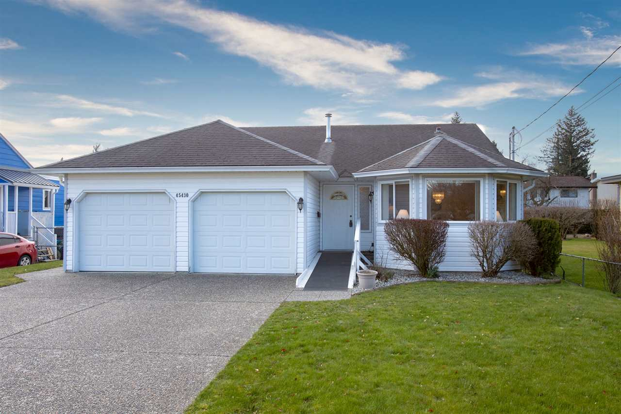 FEATURED LISTING: 45430 BERNARD Avenue Chilliwack