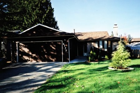 Main Photo: 6177 130 Street, Surrey: House for sale (Panorama Ridge)  : MLS® # 2327012