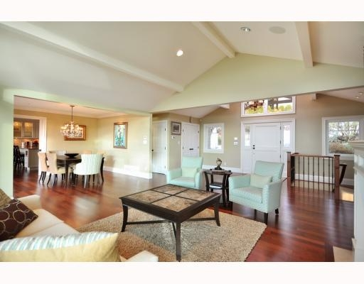 Photo 3: 1342 CAMRIDGE RD in West Vancouver: House for sale : MLS® # V804594