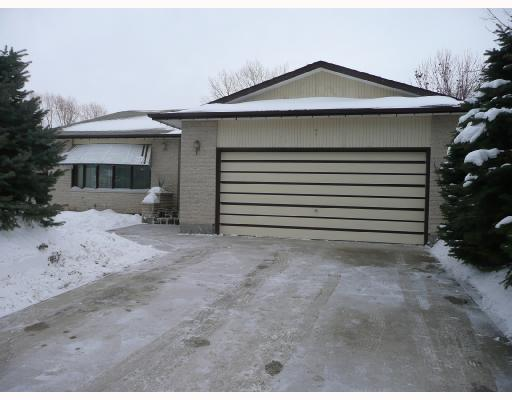 Main Photo: 7 IDLEWILD Bay in WINNIPEG: Maples / Tyndall Park Residential for sale (North West Winnipeg)  : MLS(r) # 2800153