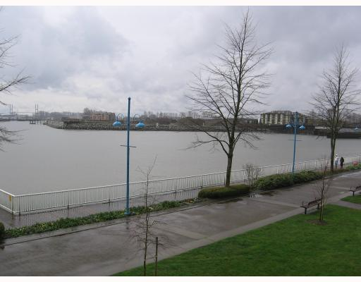 "Photo 13: 205 1150 QUAYSIDE Drive in New_Westminster: Quay Condo for sale in ""The Westport"" (New Westminster)  : MLS(r) # V701557"