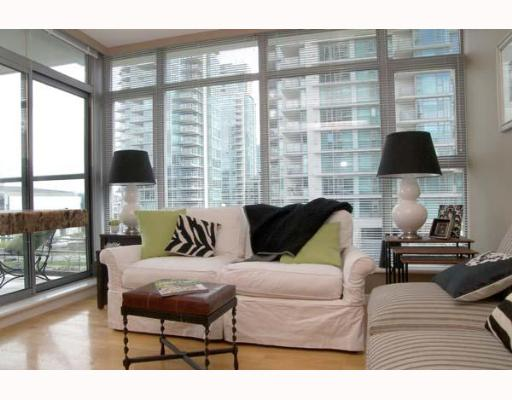 "Photo 2: 303 1710 BAYSHORE Drive in Vancouver: Coal Harbour Condo for sale in ""BAYSHORE GARDENS"" (Vancouver West)  : MLS® # V642290"
