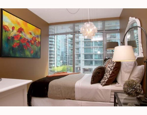 "Photo 7: 303 1710 BAYSHORE Drive in Vancouver: Coal Harbour Condo for sale in ""BAYSHORE GARDENS"" (Vancouver West)  : MLS® # V642290"