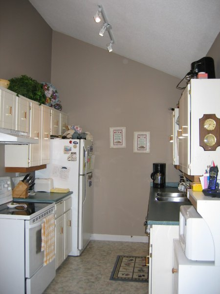 Photo 4: 8988 130B Street: House for sale (Queen Mary Park)