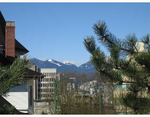 "Main Photo: 2777 OAK Street in Vancouver: Fairview VW Condo for sale in ""TWELVE OAKS"" (Vancouver West)  : MLS® # V639671"