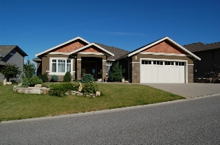 Main Photo: 805 Kuipers Crescent in Kelowna: Residential Detached for sale : MLS(r) # 10045762