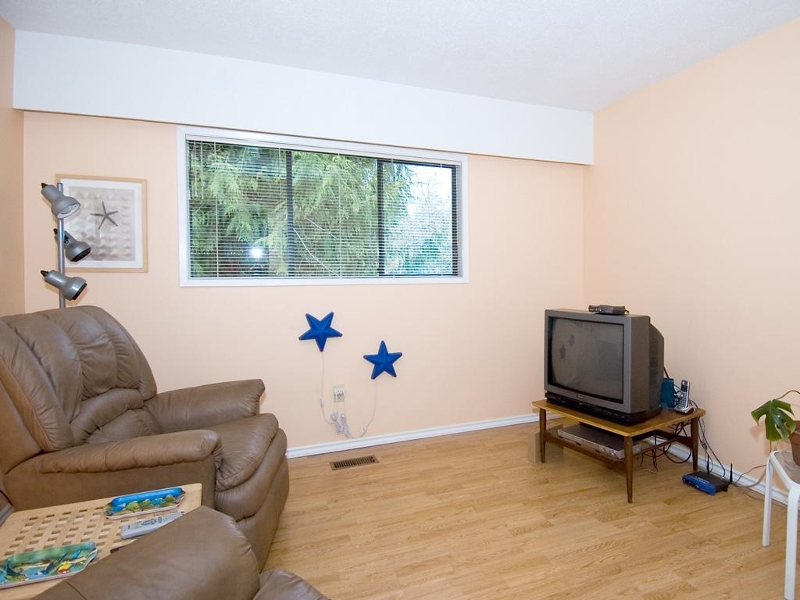 Photo 10: 954 Peggy Anne Cres in Central Saanich: Residential for sale : MLS(r) # 260856