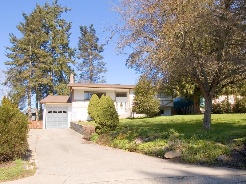 Main Photo: 954 Peggy Anne Cres in Central Saanich: Residential for sale : MLS(r) # 260856