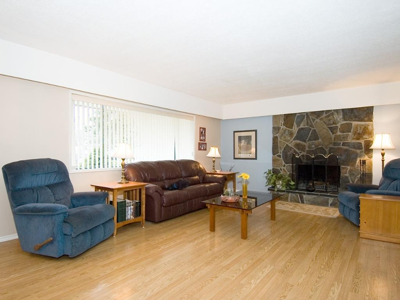 Photo 2: 954 Peggy Anne Cres in Central Saanich: Residential for sale : MLS(r) # 260856