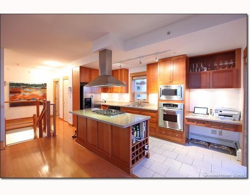 Photo 5: # 208 550 17TH ST in West Vancouver: Condo for sale : MLS® # V800376