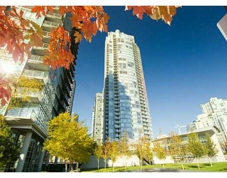 "Main Photo: 1408 STRATHMORE MEWS BB in Vancouver: False Creek North Condo for sale in ""WEST ONE"" (Vancouver West)  : MLS® # V617930"