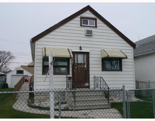 Main Photo: 1047 BURROWS Avenue in WINNIPEG: North End Residential for sale (North West Winnipeg)  : MLS® # 2719544