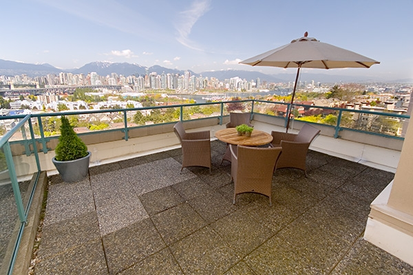 "Main Photo: 601 1355 W BROADWAY Street in Vancouver: Fairview VW Condo for sale in ""THE BROADWAY"" (Vancouver West)  : MLS® # V646336"