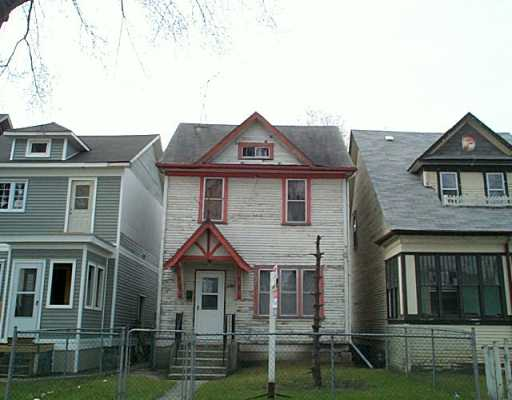 Main Photo: 246 LANSDOWNE Avenue in Winnipeg: North End Single Family Detached for sale (North West Winnipeg)  : MLS(r) # 2505323