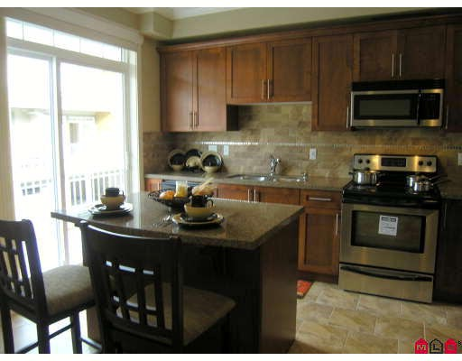 """Main Photo: 3 5623 TESKEY Road in Sardis: Promontory Townhouse for sale in """"WISTERIA HEIGHTS"""" : MLS(r) # H2705018"""