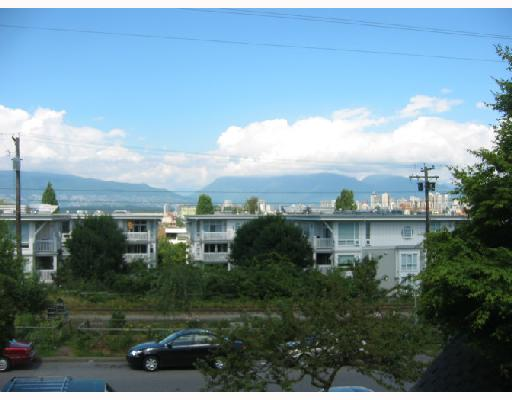 "Photo 9: 213 1890 W 6TH Avenue in Vancouver: Kitsilano Condo for sale in ""HERITAGE AT CYPRESS"" (Vancouver West)  : MLS(r) # V660444"