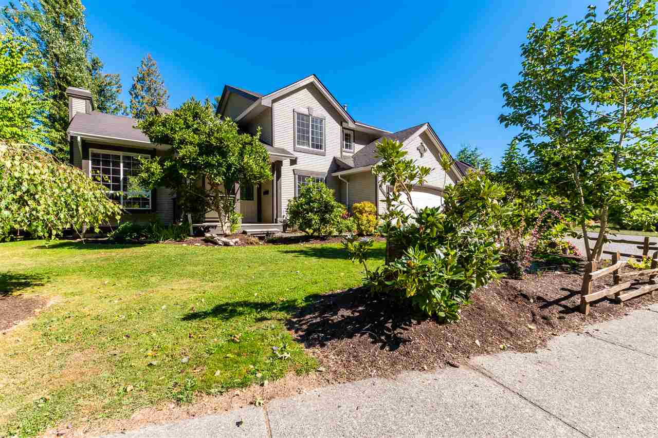 FEATURED LISTING: 47556 CHARTWELL Drive Chilliwack