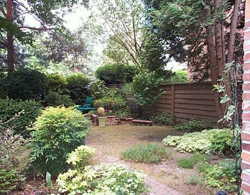 "Photo 2: 102 2320 W 40TH Ave in Vancouver: Kerrisdale Condo for sale in ""MANOR GARDENS"" (Vancouver West)  : MLS® # V646054"
