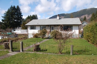 Main Photo: 185 QUAMICHAN AVENUE in LAKE COWICHAN: House for sale : MLS®# 330937