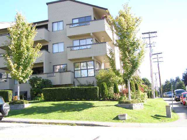 Main Photo: 105 1363 Clyde Avenue in West Vancouver: Ambleside Condo for sale : MLS® # V853815