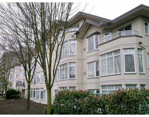 "Main Photo: #308 2677 E Broadway Ave in Vancouver: Renfrew VE Condo for sale in ""BROADWAY GARDENS"" (Vancouver East)  : MLS(r) # V636231"