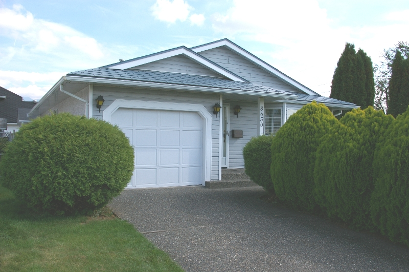 Main Photo: 8650 TILSTON ST in Chilliwack: House for sale : MLS® # H2704373